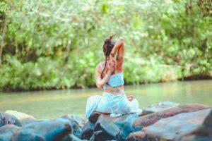 woman-sitting-on-stones-2985098